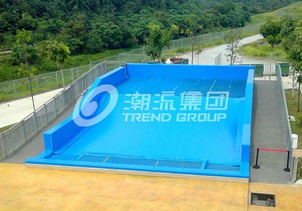 Surfing Flowrider Water Ride Extreme Sport Fun 21.7m * 13.4m For Aqua Park