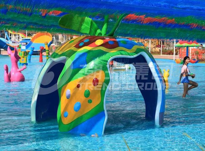 Large Fiberglass and PVC Spray Park Equipment For 3 ~ 5 persons